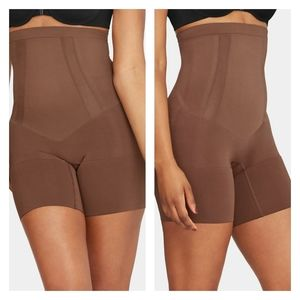 SPANX Oncore High-Waisted Mid-Thigh Short
